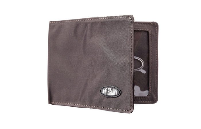 super-skinny-super-stretch-wallet-front