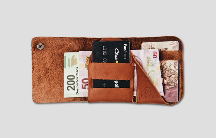 Lo-Esencial-Classic-Wallet-Trifold