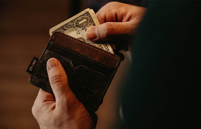 Wallet-with-cash